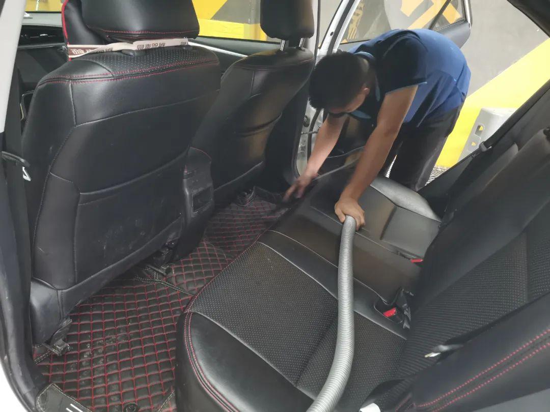 【龙岗·洗车】19.9元享『洗车人家』洗车2次+内饰消毒1次+玻璃水1瓶,专业洗护,让你的爱车焕然一新!